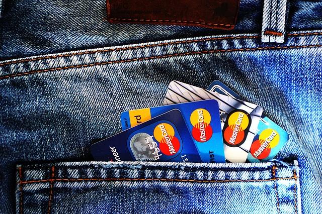 Você acha que se paga dívidas com mais dívidas